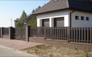 Современный и красивый забор из евроштакетника