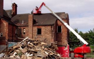 Сколько стоит снести дом, демонтаж загородных домов