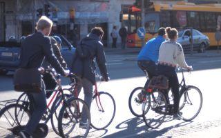 Почему многие люди предпочитают ездить на велосипеде?
