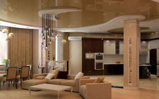 Натяжной потолок – изысканное украшение гостиной