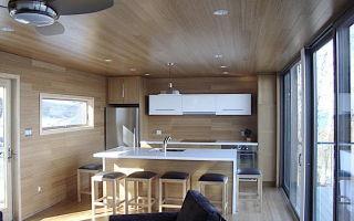 Плюсы использования реечного подвесного потолка
