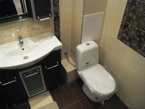 чем закрыть трубы в ванной