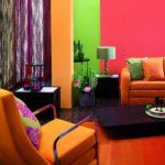Декорирование интерьера яркими цветами