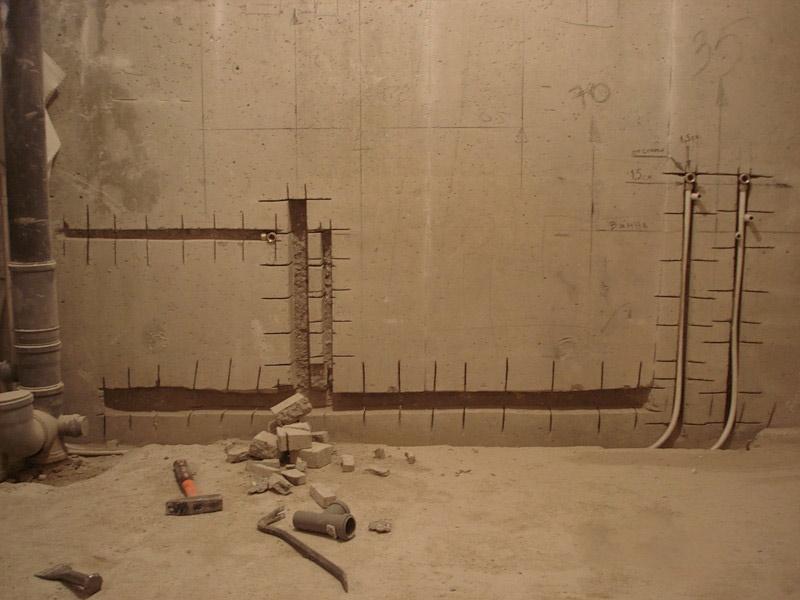 прячем трубы в стену