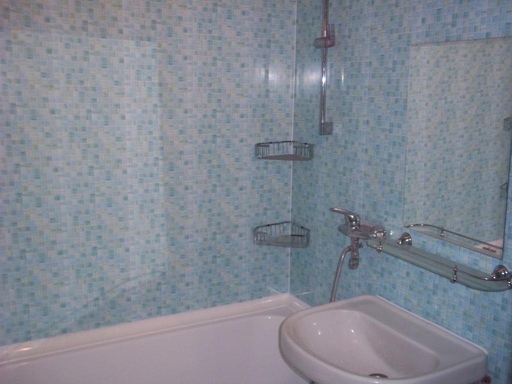 использование пластиковых панелей в ванной