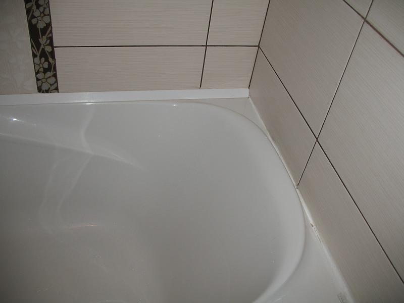 Установить уголок на ванну от протекания