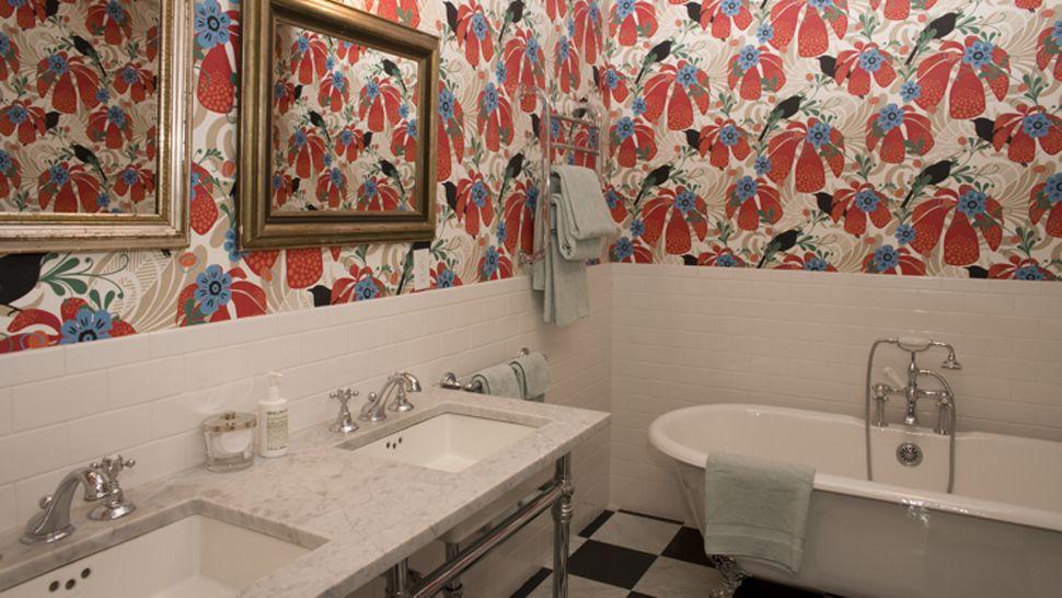 Клеенка для отделки стен в ванной