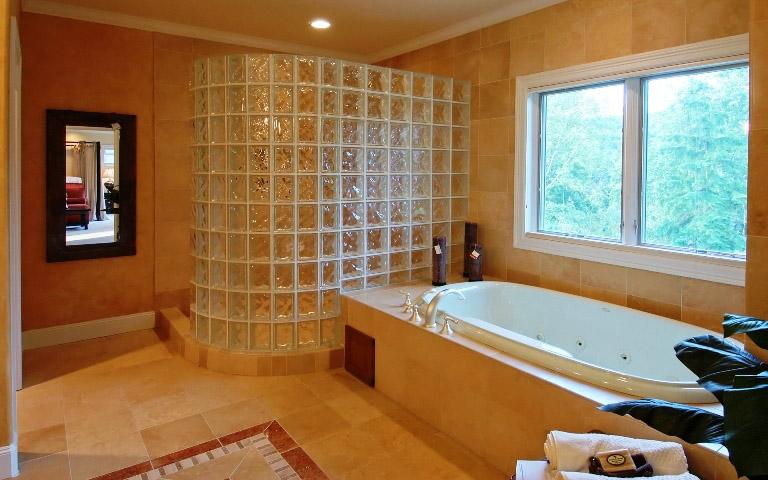 Стеклоблоки для отделки ванной