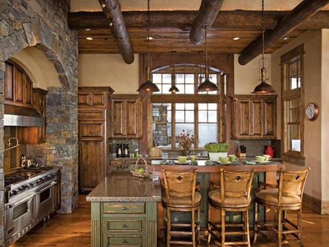 Декоративная отделка потолка в деревянном доме1