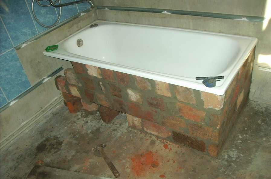 Кирпичное основание ванной