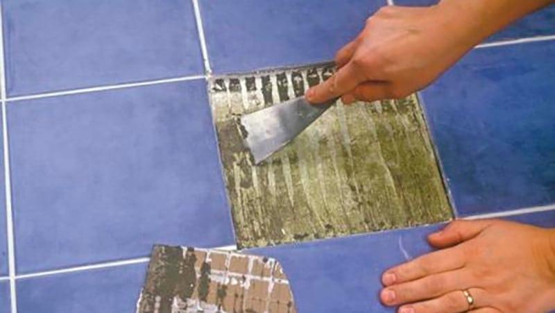 Отвалилась плитка в ванной