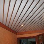 Виды монтажа реечных потолков для ванной