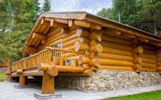 Сруб деревянного дома и бани