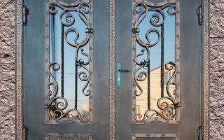 Стекло — элемент декора входной двери
