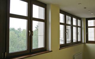 Цветные ламинированные окна в интерьере