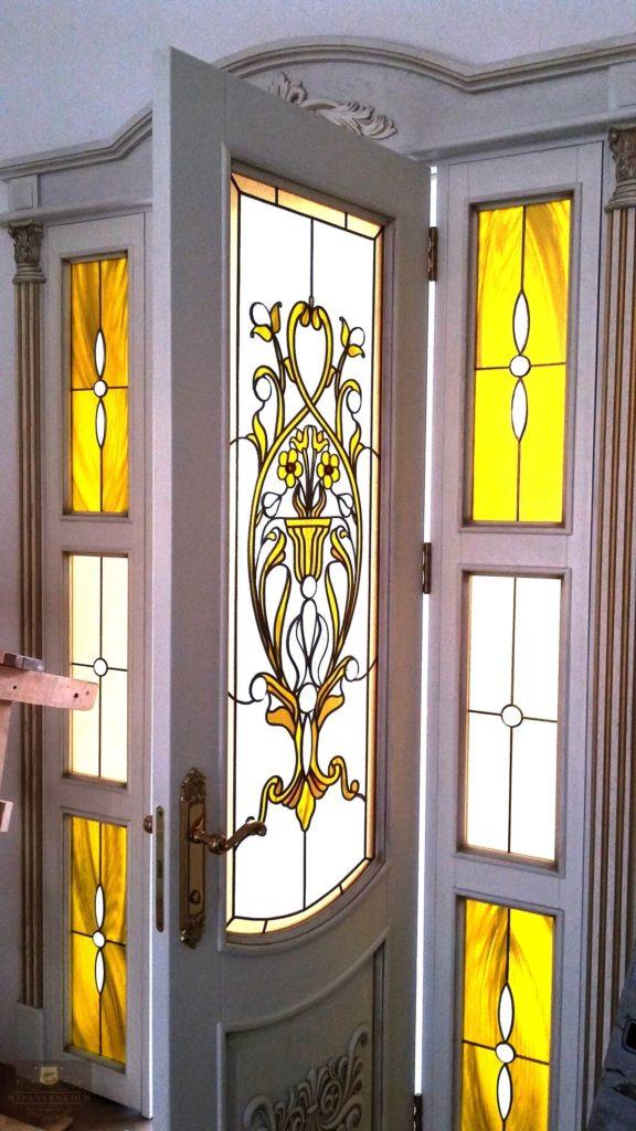 Стильные витражи – красивые межкомнатные двери