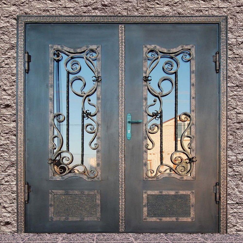 Стекло - элемент декора входной двери