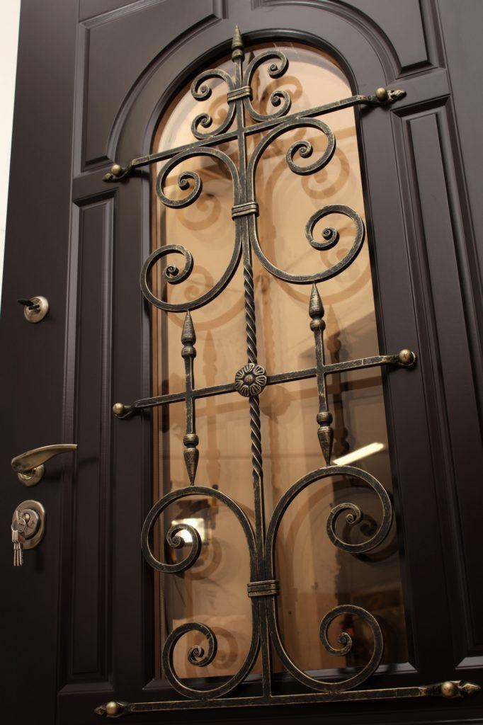 Входные двери с ковкой – изделия настоящих ремесленников